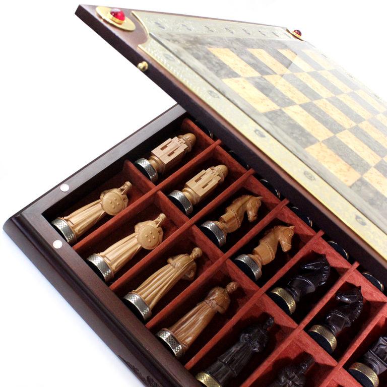 Каждая фигура уложена в индивидуальную нишу из ювелирной замши.